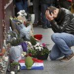 パリ、同時多発テロの背景で徳を積む一人の男性