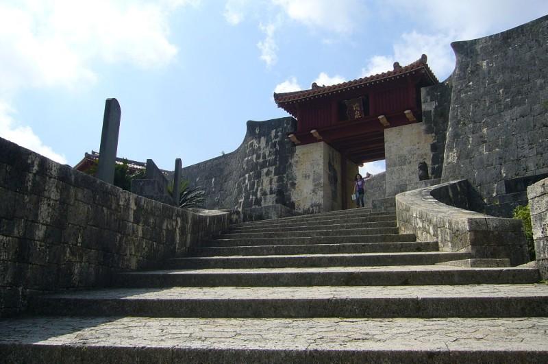 1024px-首里城_瑞泉の門