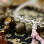 数珠を正しく使って幸運を手に入れよう。数珠の本当の力と効果を紐解きます。