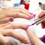 爪の色は性格に影響します。ネイルカラーに見る色別性格