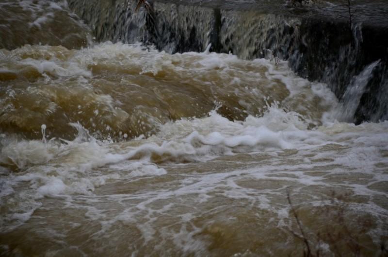 洪水イメージ-906x600
