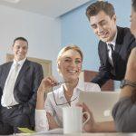 【仕事運・対人運】職場で上司や同僚をドン引きさせる、仕事運を下げるファッションとは