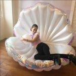 インスタで話題「プカプカ」虹モチーフの浮き輪で人気運を