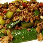 「キュウリとひき肉の味噌炒め」の作り方で家庭運を!