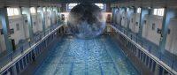 """フランスのプールに""""巨大アート"""