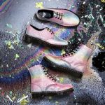 ドクターマーチンの新作、虹色グリッターやネオンカラー開運