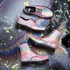 ドクターマーチンの新作、虹色グリッターやネオンカラー