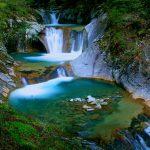 山梨・西沢渓谷のシンボル「七ツ釜五段の滝」