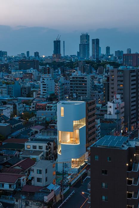 草間彌生の美術館が新宿にオープン