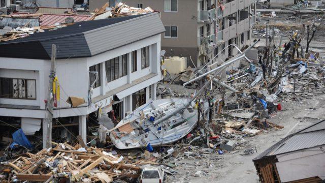 逃げたり避難する「津波の夢」に隠された意味・暗示