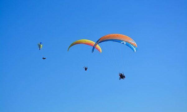 『空を飛ぶ夢』に隠された意味や心理とは?