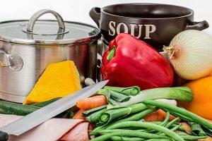【夢占い】『料理をする夢』に隠された意味や暗示は?