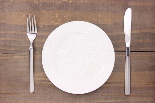 プライベートを暗示!「食器の夢」に隠された意味・暗示とは