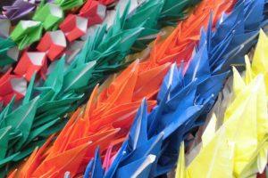 千羽鶴に込められたパワー。鶴の縁起に良さにあやかりましょう。